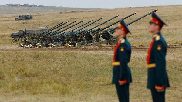 Колонна гаубиц МСТА на забайкальском полигоне Цугол, где проходит основной этап военных маневров Восток-2018