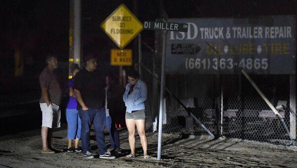 Родственники жертв стрельбы в Бейкерсфилде, штат Калифорния. 12 сентября 2018