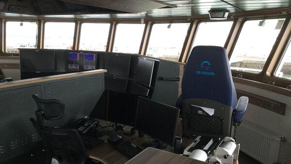 Капитанский мостик на рыболовецком судне.
