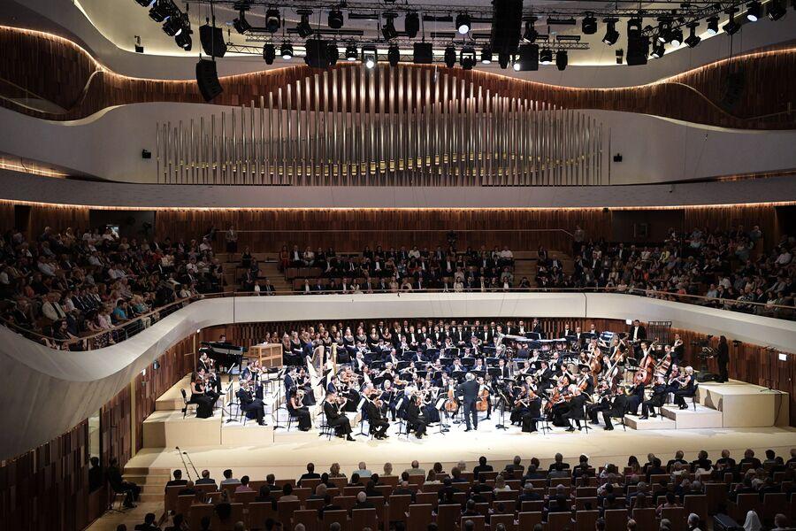 Концерт симфонического оркестра Мариинского театра под управлением Валерия Гергиева в новом концертном зале Зарядье