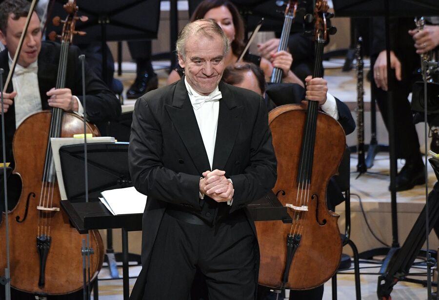Художественный руководитель, главный дирижер Мариинского театра Валерий Гергиев и музыканты симфонического оркестра Мариинского театра в новом концертном зале Зарядье