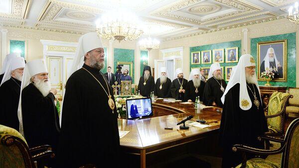 Священнослужители на внеочередном заседании Священного Синода Русской Православной Церкви. Архивное фото