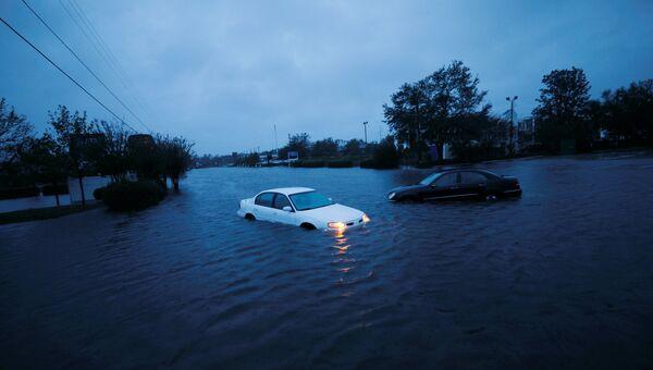 Затопленные ураганом Флоренс машины в городе Уилмингтон, Северная Каролина. 15 сентября 2018