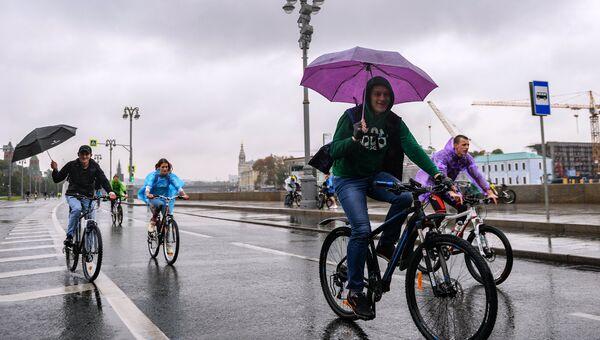 Участники осеннего Московского Велопарада в поддержку развития велосипедной инфраструктуры и за безопасность на дорогах. 16 сентября 2018