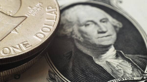 Монета номиналом один доллар США на банкноте один доллар США
