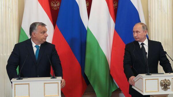Президент РФ Владимир Путин и премьер-министр Венгрии Виктор Орбан во время совместной пресс-конференции