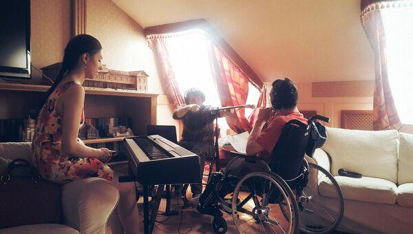 Спеть о любви: волонтеры исполнили мечту подопечного детского хосписа