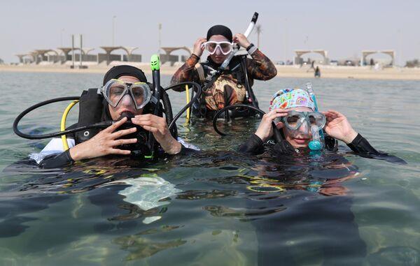 Женщины-дайверы из Саудовской Аравии готовятся к погружению