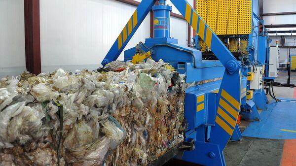 Мусор на мусоросортировочном заводе. Архивное фото