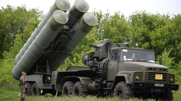 Зенитные ракетные комплексы С-300. Архивное фото