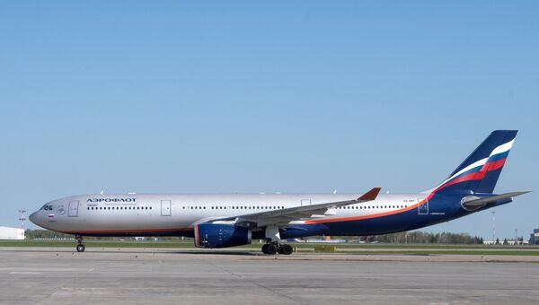 Самолет Airbus A330-300 авиакомпании Аэрофлот в аэропорту Шереметьево в Москве. Архивное фото