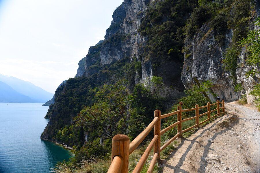 Италия. Дорога вдоль озера Гарда.