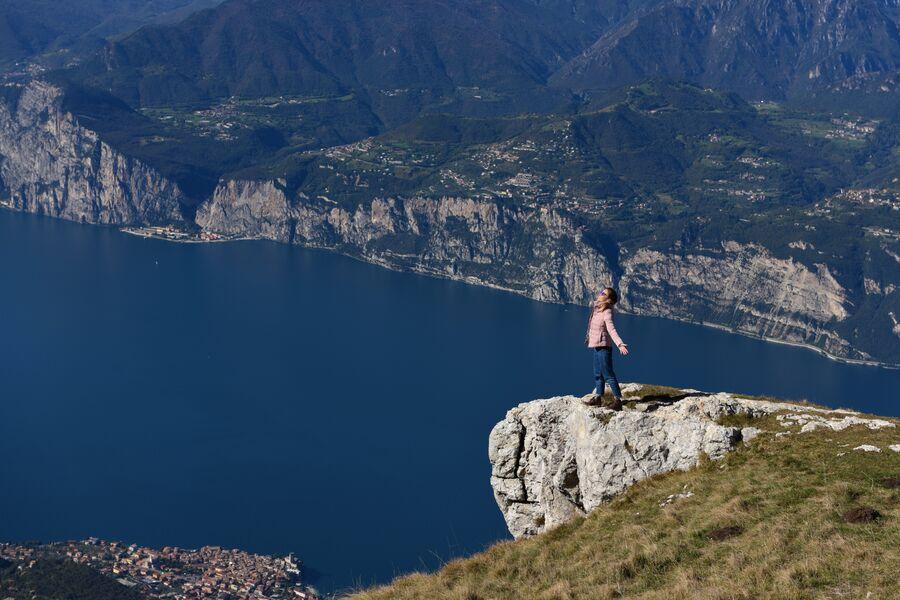 Италия. На вершине горы над озером Гарда