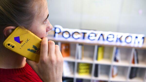 Сотрудница в офисе компании Ростелеком