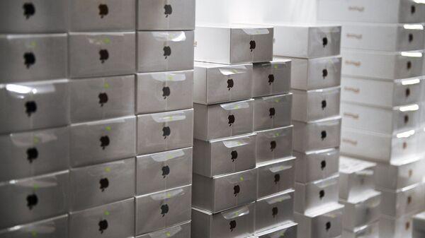 Коробки с телефонами iPhone