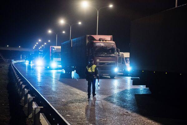 Пост ДПС возле въезда на Керченский мост