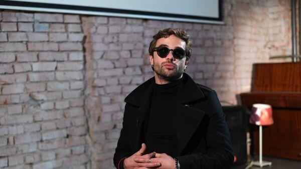 Актер Илья Глинников