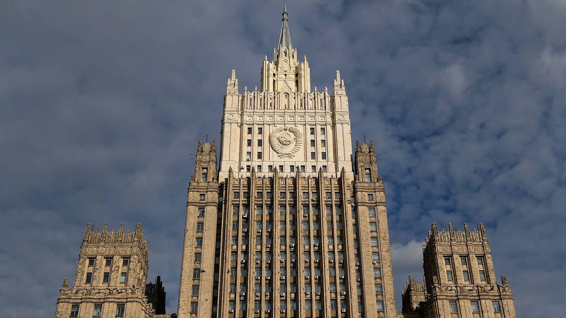 Захарова: Берлин и Париж не могут заставить Киев выполнять