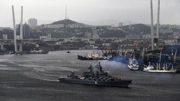 Ордена Нахимова гвардейский ракетный крейсер Варяг в составе отряда кораблей ТОФ выходит из Владивостока в дальний поход. 1 октября 2018