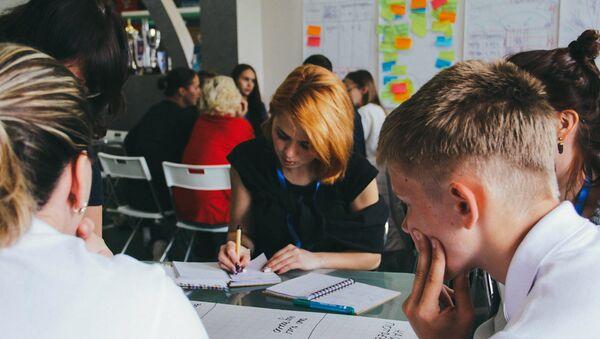 Путь волонтера: чему могут научить в школах волонтерства