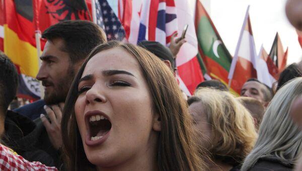 Митинг против предложения президента Косово об изменении границы с Сербией в Приштине