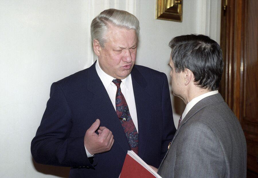 Президент РФ Борис Ельцин и Председатель Верховного Совета РФ Руслан Хасбулатов