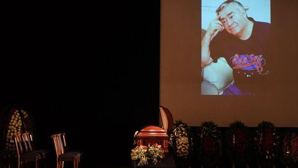 Церемония прощания с народным артистом РФ Романом Карцевым проходит в Большом зале Клуба писателей Центрального Дома литераторов. 4 октября 2018