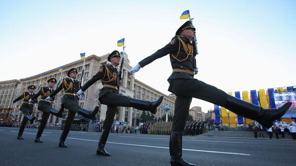 Военные во время репетиции парада в Киеве