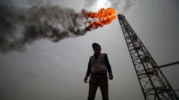 Нефтегазовое месторождение. Архивное фото