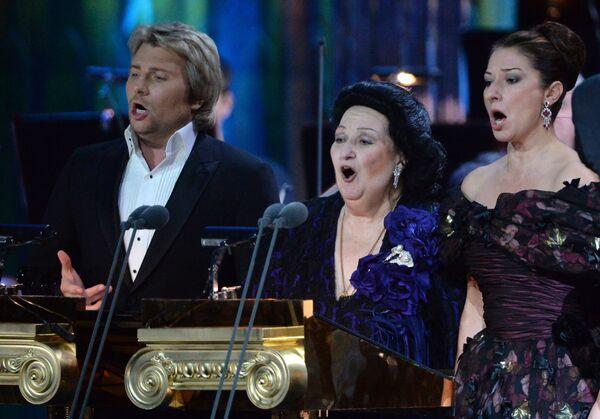 Оперные певицы Монтсеррат Кабалье, Монтсеррат Марти и оперный певец Николай Басков во время выступления на концерте в Москве