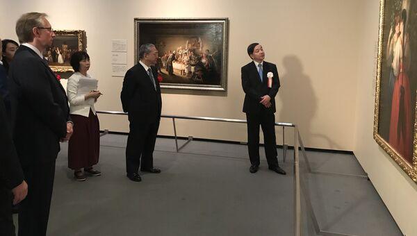 Гости на церемонии открытия выставки Русского музея в Токио, Япония. Слева - посол России в Японии Михаил Галузин