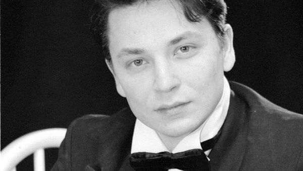 Ведущий актер драматического театра Северного флота в Мурманске Алексей Гудин
