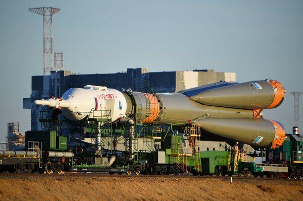 Вывоз ракеты-носителя Союз-ФГ с пилотируемым кораблем Союз МС-10 на стартовый стол первой Гагаринской стартовой площадки космодрома Байконур. 9 октября 2018