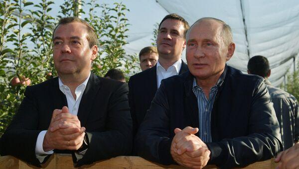 Рабочая поездка президента РФ В. Путина и премьер-министра РФ Д. Медведева в Ставропольский край. Архивное фото