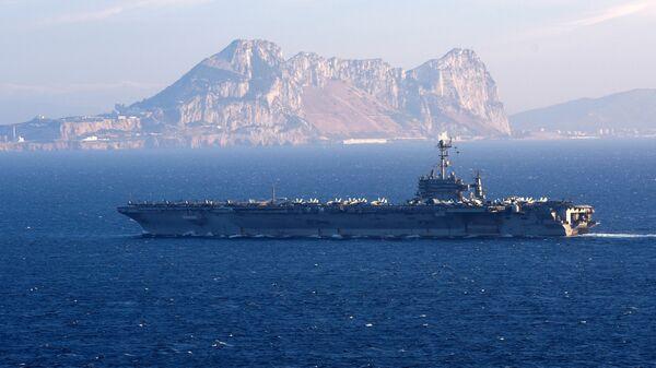 Американский авианосец Гарри Трумэн в Гибралтарском проливе
