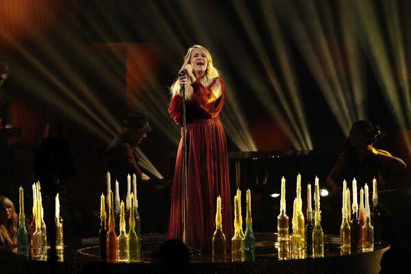 Кэрри Андервуд во время выступления на церемонии награждения American Music Awards в Лос-Анджелесе