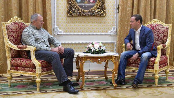 Председатель правительства РФ Дмитрий Медведев и премьер-министр Республики Беларусь Сергей Румас в Душанбе. 11 октября 2018