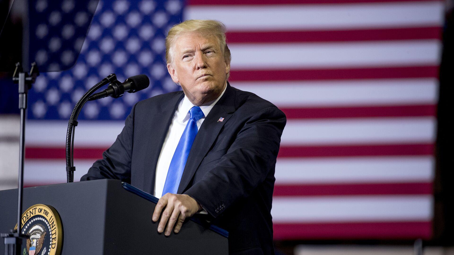 Более половины американцев выступают за отстранение Трампа, показал опрос