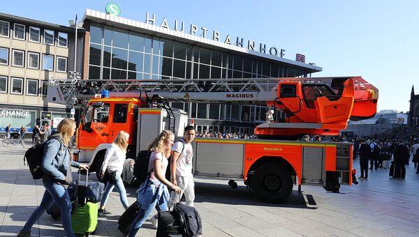 Пожарная машина у здания центрального вокзала в Кельне. 15 октября 2018