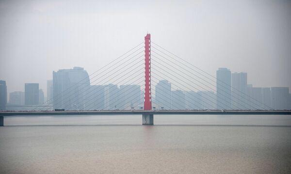 Мост через реку Фучуньцзян в городе Ханчжоу в КНР