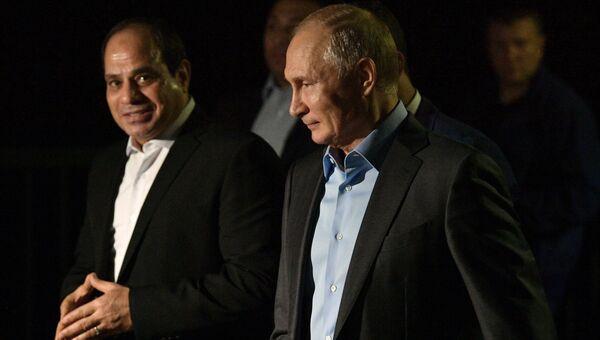 Владимир Путин и президент Арабской Республики Египет Абдель Фаттах ас-Сиси во время прогулки на набережной Олимпийского парка в Сочи. 16 октября 2018