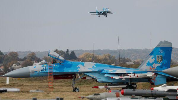 Украинский истребитель Су-27 во время учений Чистое небо - 2018