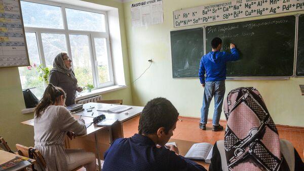 Дети на уроке в школе дагестанского села