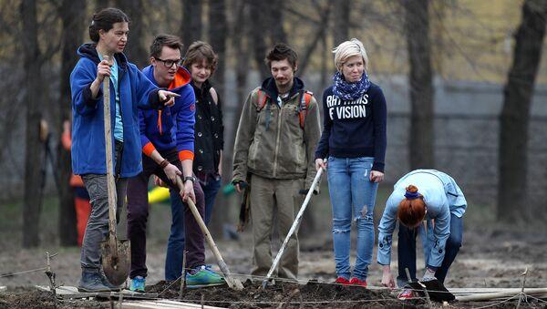Волонтеры высадят 40 тысяч деревьев в парке Лосиный остров