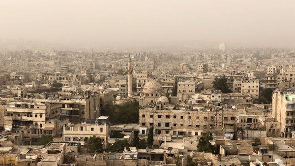 Разрушенные и поврежденные здания в Алеппо в результате военных действий. Архивное фото