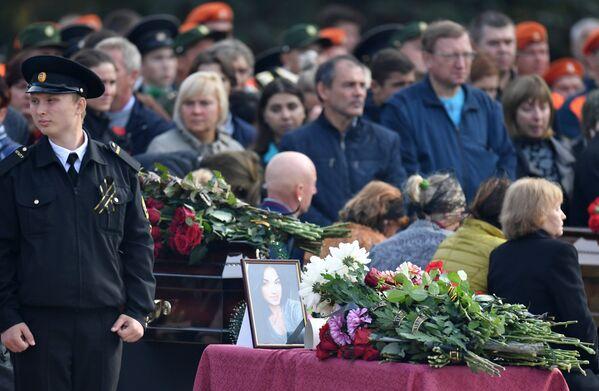 Церемония прощания с погибшими при нападении на Керченский политехнический колледж