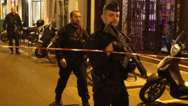 Французская полиция на месте нападения с ножом в центре Парижа. 12 мая 2018