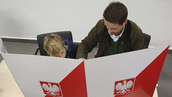 Представитель оппозиционного блока Гражданская платформа и Новочестная Рафал Тшасковский на местных выборах в Варшаве, Польша