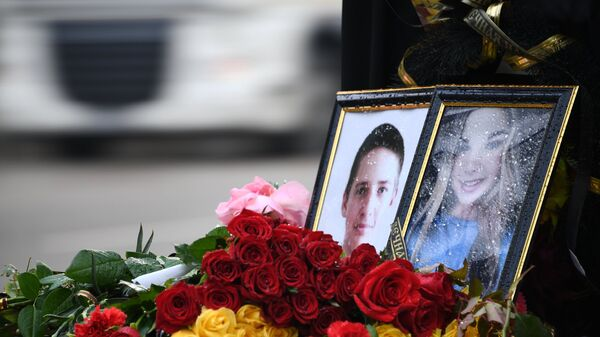 Цветы и портреты жертв нападения на Керченский политехнический колледж