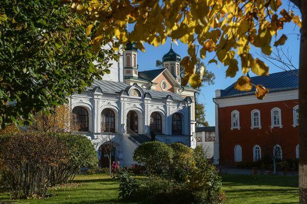 На территории Свято-Троицкого Ипатьевского мужского монастыря в Костроме